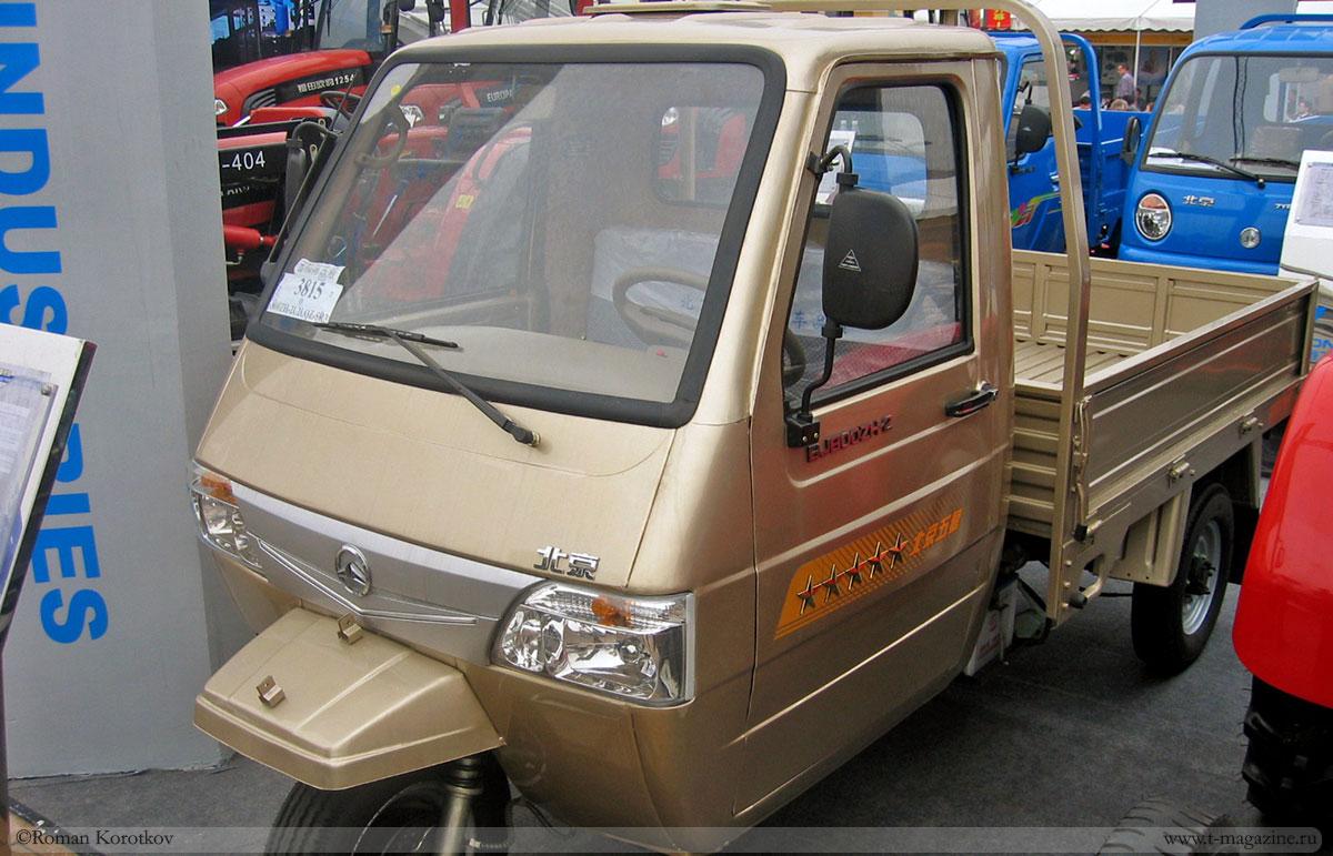 Трёхколёсный китайский грузовик